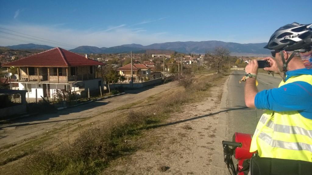 ... ein Dorf auf dem Weg ...