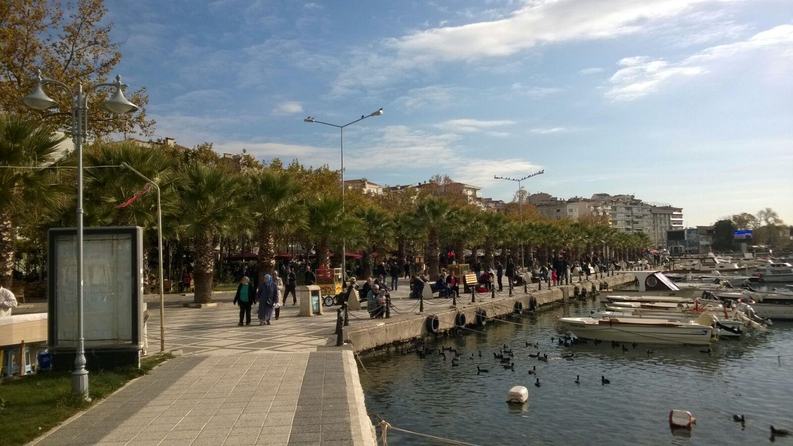 ... an der Hafenpromenade ...