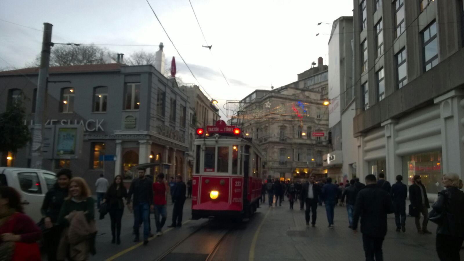 Man hätte natürlich auch die historische Straßenbahn nehmen können ... ?