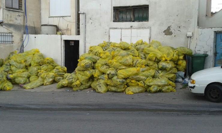 """... israelische """"Gelbe"""" Säcke ... in Taibeh gefüllt mit leeren Plastikflaschen ..."""