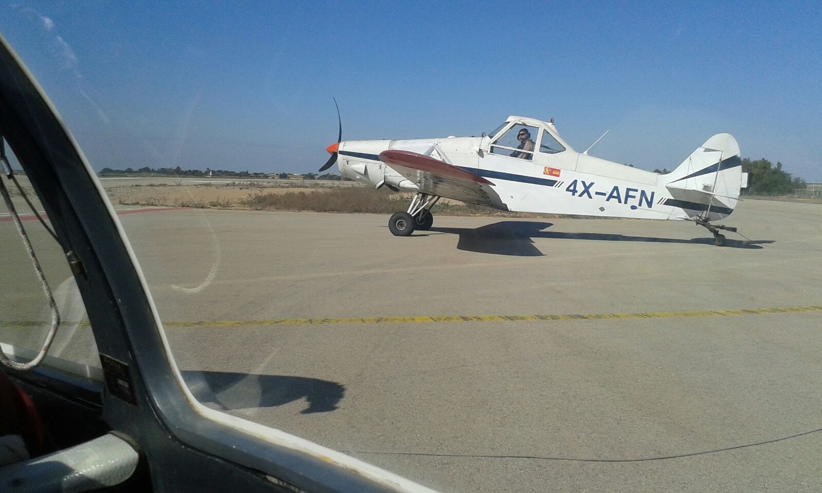 ... und hier der Flieger, der uns hochbringen sollte auf 4000 Fuß (~1200m).