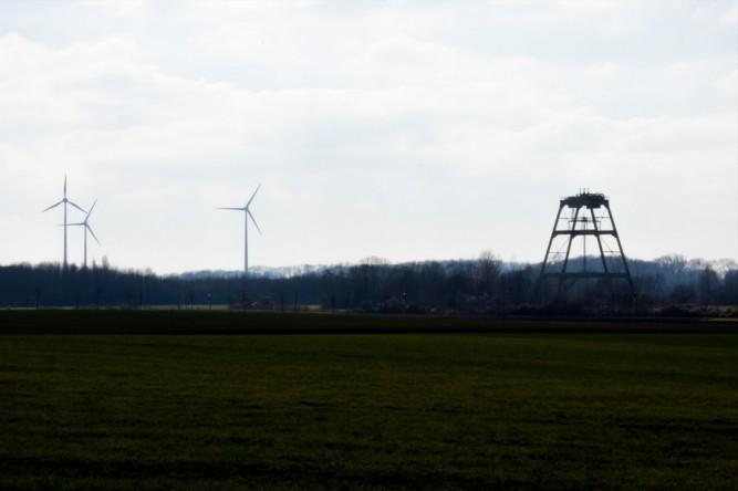 (C) Gerd Peter, 13.03.16. Das Herz eines Sozialdemokraten schlägt höher: Radbod 6 - das Tor zum Norden. Daneben die verhasste Windkraft.
