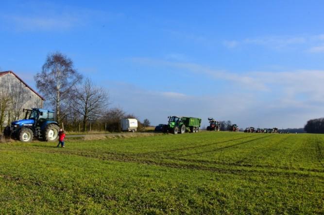 (C) Gerd Peter, 13.03.16. Traktorenkette für den Windpark Isenburg.