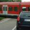 Auto am Bahnübergang